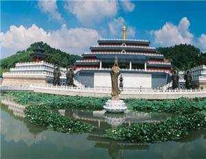 Ten Thousand Buddha Park