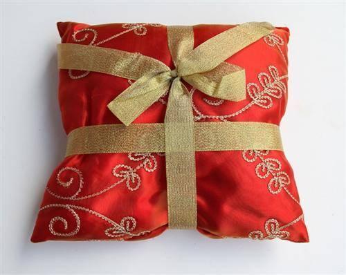 三ilk-covered-cushions