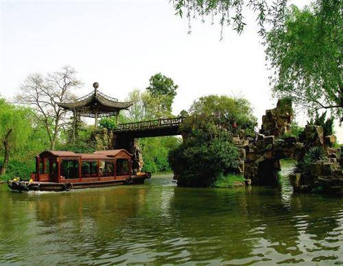 Slender West Lake in Yangzhou
